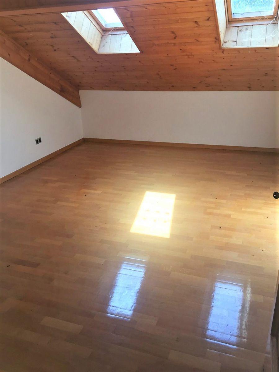 meran gro e 4 zimmerwohnung mit balkon und keller lifandi immobilienagentur s dtirol. Black Bedroom Furniture Sets. Home Design Ideas