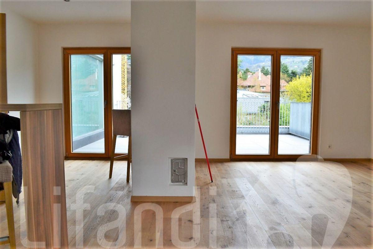 Cardano nuovo appartamento su 3 piani con terrazza for Appartamento a 3 piani
