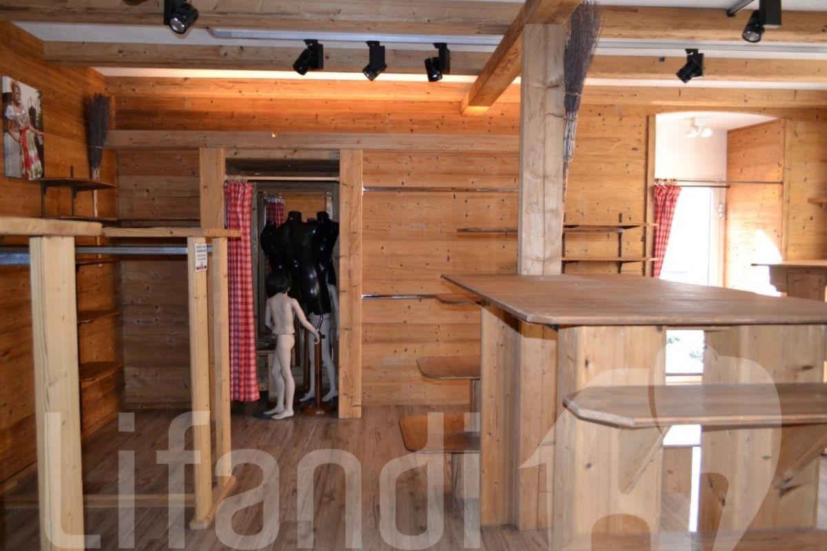 Merano centro negozio ufficio con alta visibilit for Garage con negozio