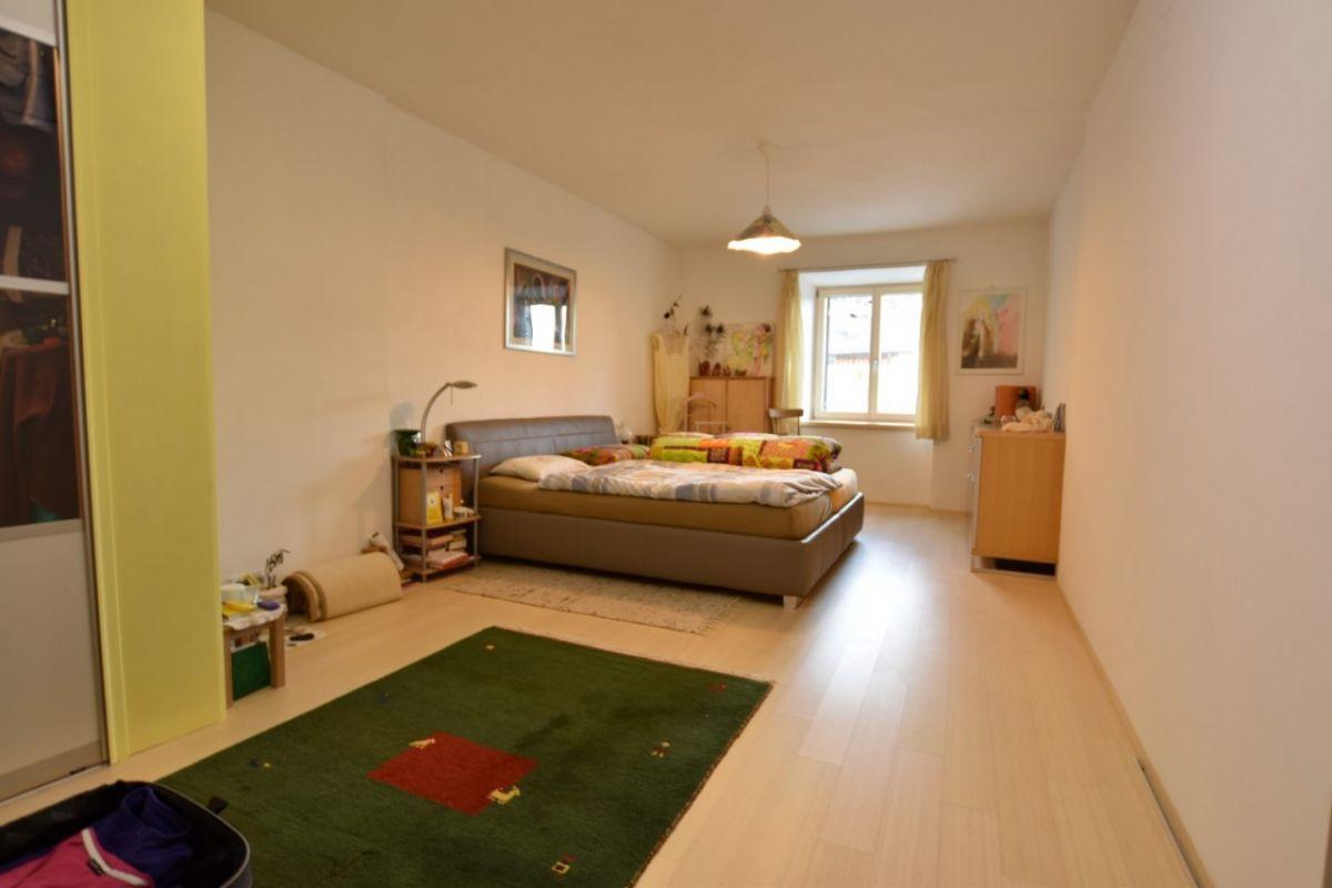 Caldaro via pfuss casa indipendente con cortile for Casa con cortile centrale